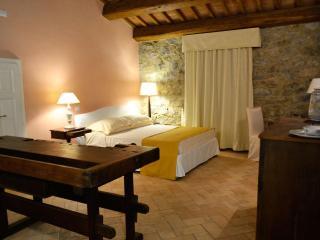 La Locanda di Artemide, elegante camera per due - Sorano vacation rentals