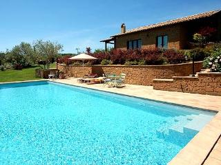 Detached villa with private pool near Bolsena lake. Panoramic view on the lake. - Bolsena vacation rentals