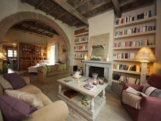 Casale di Robe Country House. 4 camere 10 letti - Viterbo vacation rentals