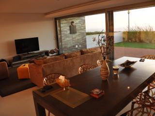 Bright 4 bedroom Area Branca Villa with Internet Access - Area Branca vacation rentals