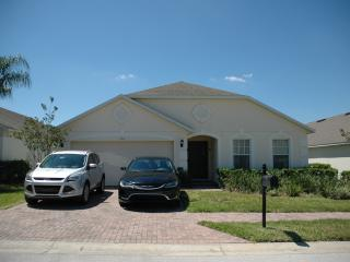 Goldensunvilla, Davenport, Gated, Secluded pool - Davenport vacation rentals