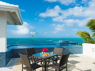 Beautiful 2 bedroom Villa in Turtle Cove - Turtle Cove vacation rentals