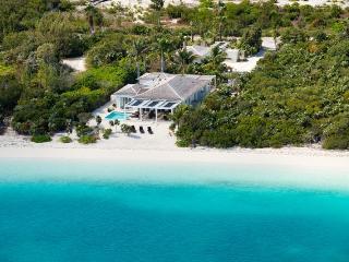Comfortable Villa in Providenciales with Internet Access, sleeps 8 - Providenciales vacation rentals
