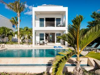 Beautiful Villa with Deck and Internet Access - Providenciales vacation rentals