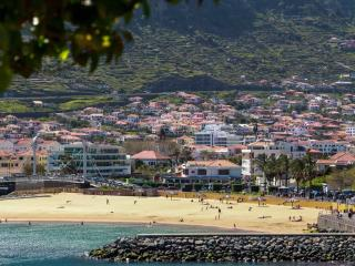 Central. Beach 2 min walk. WiFi. CASA DA AVENIDA - Machico vacation rentals