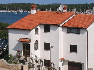 Holiday apartment Ida - Pjescana Uvala vacation rentals