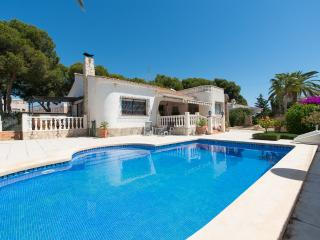 Immaculate 5 Bed 3 Bath Villa with Hot Tub & Pool - Campello vacation rentals