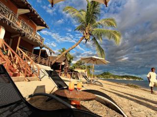 Appartement pieds dans l'eau ou vue mer Nosy be - Ambatoloaka vacation rentals