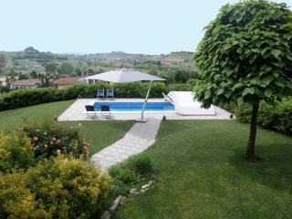 La Casa Blu Appartament Villa, Private Pool, Piedmont, Langhe, Unesco Heritage - Montaldo Scarampi vacation rentals