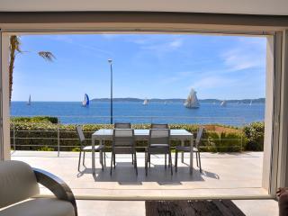 NEW VILLA with PANORAMIC SEA VIEWS, very CENTRAL ! - Saint-Maxime vacation rentals