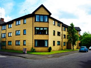 Comfortable 2 bedroom Condo in Glasgow - Glasgow vacation rentals