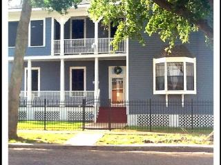5 BR, 2 BA, Wi-Fi, Corner Lot, Historic, Fenced, Off-Street Parking - Galveston Island vacation rentals