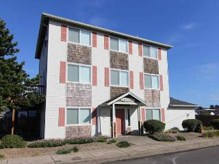Four Great Luxury Suites, Fun For The Whole Family! - Lincoln City vacation rentals