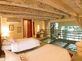 In Historic Cartagena: Spectacularly Beautiful 3 Bedroom Apartments in 16th Century Palace - Cartagena vacation rentals