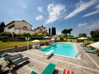 Nice Farmhouse Barn with Internet Access and Garden - Creti vacation rentals