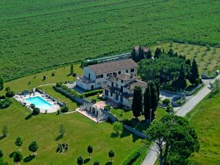 Casa vacanze a due passi da Cortona, città etrusca - Creti vacation rentals