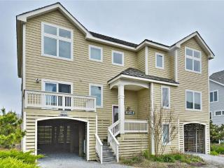 Lovely, spacious 5 bedroom oceanfront home with amazing views! - Cedar Neck vacation rentals