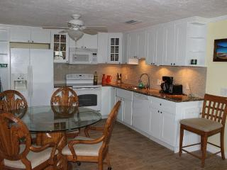 Charming&Relaxing House with Sunshine, Cabana Club - Key Colony Beach vacation rentals