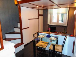 EASY APARTMENT MILANO - MONOLOCALE PUCCINI - Milan vacation rentals