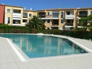 CASSIS Appart Type 2, 4/6 personnes, Piscine place parking PROMOTION mai juin - Cassis vacation rentals