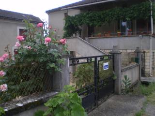 Nice Gite with Internet Access and Cleaning Service - Anglars-Juillac vacation rentals