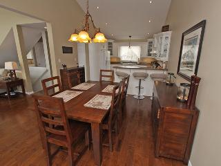 Bright Cottage with Deck and Internet Access in Parry Sound - Parry Sound vacation rentals