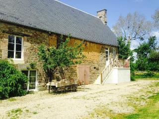 Nice 1 bedroom Vire Farmhouse Barn with Internet Access - Vire vacation rentals