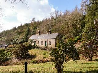 2 TAYNESS, semi-detached, open fire, WiFi, off road parking, near Kilmartin, Ref 29480 - Kilmartin vacation rentals