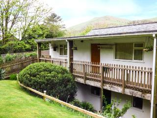 5 DOLGOCH FALLS HOLIDAY COTTAGE, upside down accommodation, mulit-fuel stove, WiFi, pet-friendly, near Tywyn, Ref. 923758 - Tywyn vacation rentals