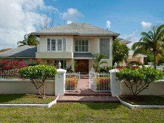 Lovely Compound w Pool, Block to Saunders Beach - Nassau vacation rentals