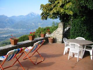 Villa in Tuscan hilltop village above Barga - Barga vacation rentals