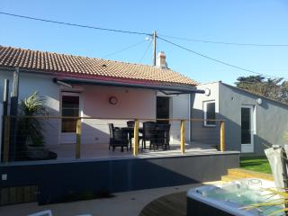 Nice House with Dishwasher and Housekeeping Optional - Longeville-sur-mer vacation rentals
