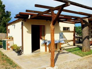 Cozy Cottage with Balcony and Parking - Alghero vacation rentals