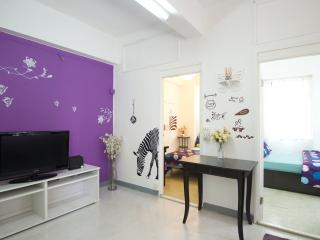 Awesome Downtown 2 Bedroom Apartment MRT 9L - Hong Kong vacation rentals