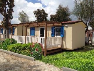 Cozy 2 bedroom Porto Recanati Caravan/mobile home with Deck - Porto Recanati vacation rentals