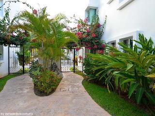 2 BDRM, NICE APARTMENT IN PLAYACAR, 7th NIGHT FREE - Playa del Carmen vacation rentals