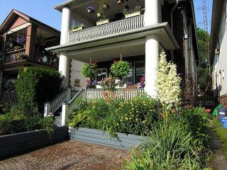 Toronto Beaches Amazing Upper Apt on Wineva Ave - Toronto vacation rentals