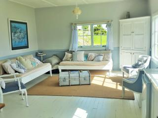 Lovely 1 bedroom Whangarei Cottage with Deck - Whangarei vacation rentals