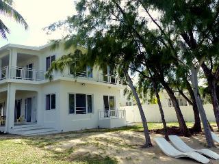 Villa 12 personnes Pointe d'Esny accès direct mer - Pointe d'Esny vacation rentals