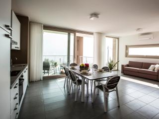 Comfortable 3 bedroom Oliveto Lario Townhouse with Deck - Oliveto Lario vacation rentals