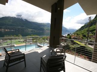 Comfortable 3 bedroom Townhouse in Oliveto Lario with Deck - Oliveto Lario vacation rentals