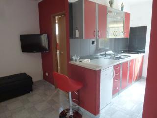 Beautiful Condo with Internet Access and Washing Machine - Makarska vacation rentals