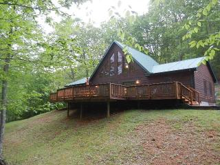 RELAX!!!, HOT TUB, GAS LOGS. FIRE-PIT. EASY ACCESS - Burnsville vacation rentals