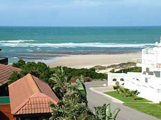 Beautiful Cottage with Deck and Parking Space in Jeffreys Bay - Jeffreys Bay vacation rentals