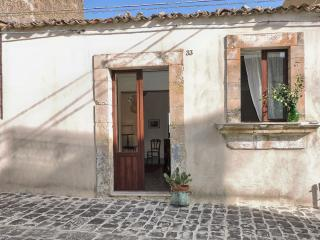 Casa singola tranquilla nel Centro Storico - Palazzolo Acreide vacation rentals