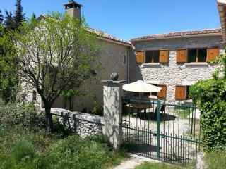 Mas Rieu Fres - Ventoux - Gîte La fontaine - Malaucene vacation rentals