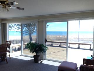 Beautiful House with Deck and Internet Access - East Tawas vacation rentals