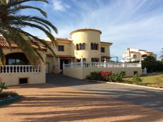 Very Large 4 bedroomed villa with indoor pool - Calpe vacation rentals