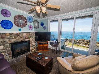 Views! Luxury1 Bdrm w/ Hot Tub, Complete Remodel - Depoe Bay vacation rentals