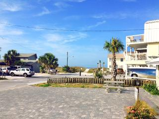 Gulf View A-AVAIL 7/31-8/7 -RealJOY Fun Pass*FREETripIns4NEWFallBkgs*Beachside Duplex-2BR/1BA - Mexico Beach vacation rentals